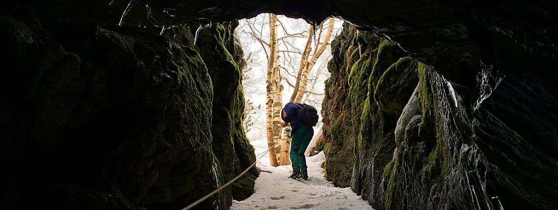escursione-grotta-scorrimento-lavico