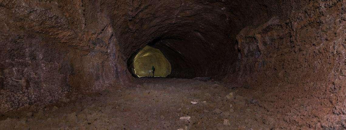 Tunnel-Lavici-Vulcano-Etna