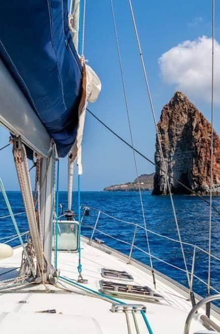 Iles Eoliennes en bateau à voile