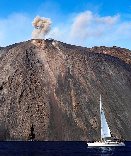 Hiking Stromboli, visit the Lighthouse of the Mediterranean