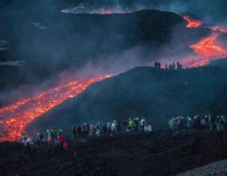 lave volcan etna - eruption volcan etna