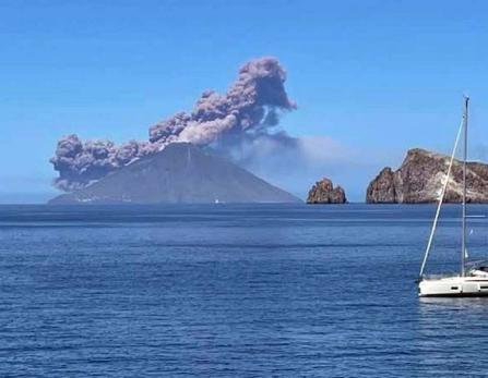 Eruption-Stromboli-10-mai-2021-etna3340