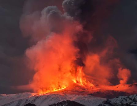 Eruzione Vulcano  Etna aprile